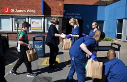 Volunteers deliver food to nurses and staff outside Guy's and St Thomas' Hospital as the spread of the coronavirus disease (COVID-19) continues, in London, Britain, March 23, 2020. REUTERS/Dylan Martinez