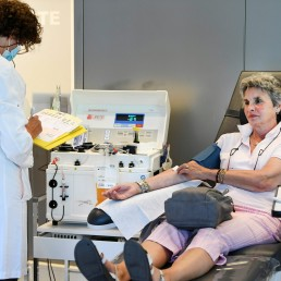 A woman donates blood plasma, following the coronavirus disease (COVID-19) outbreak, at Sanquin blood bank in Amsterdam, Netherlands, May 19, 2020. REUTERS/Piroschka van de Wouw